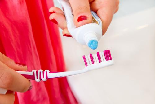 brosse à dents et dentifrice